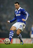 FUSSBALL   EUROPA LEAGUE   SAISON 2011/2012  SECHZEHNTELFINALE FC Schalke 04 - FC Viktoria Pilsen                          23.02.2012 Marco Hoeger (FC Schalke 04) Einzelaktion am Ball