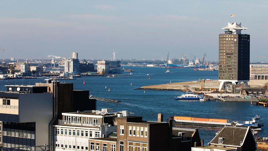 Nederland, Amsterdam, 23 okt 2007.Zicht  op het IJ, Amsterdam vanaf een hoog punt.overzicht, panorama...Foto (c) Michiel Wijnbergh