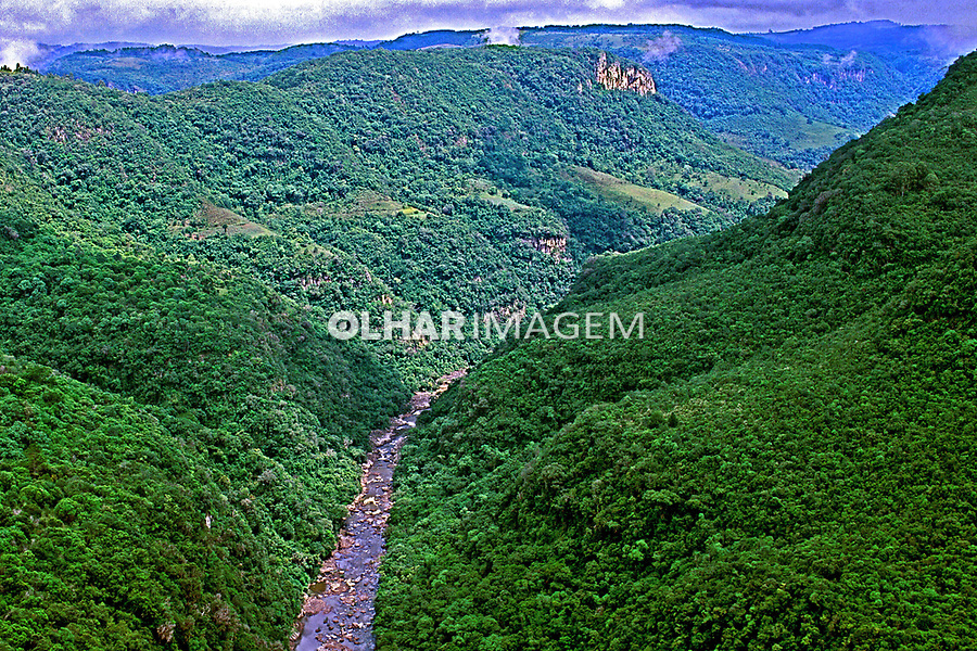 Cânion do Rio Santa Cruz, Parque da Ferradura em Canela. Rio Grande do Sul. 1995. Foto de Juca Martins.