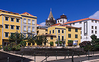 Portugal, Madeira, der Platz Praca do Colombo und Kathedrale (Se) in Funchal