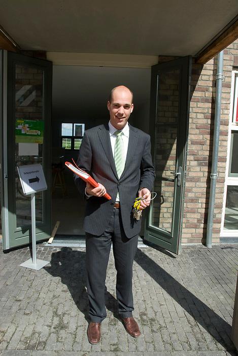 """Ermelo, 11 aug ,2010.Luxe woningmarkt in nieuw kasteel,""""groot Horloo"""". Verschillende makelaars verkopen, of verhuren op open dag..(c)Renee Teunis."""
