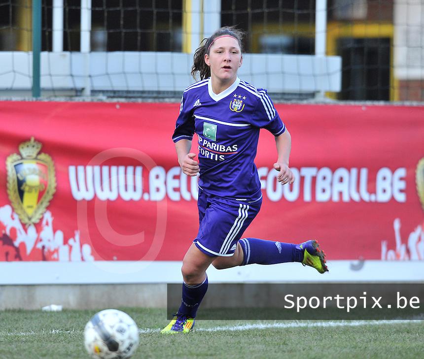 Waasland Beveren Sinaai Girls - RSC Anderlecht : Laurence Marchal.foto DAVID CATRY / Nikonpro.be