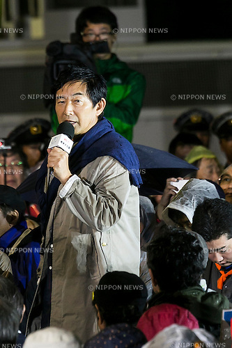 Japanese actor Junichi Ishida speaks to the audience during a protest outside the National Parliament as opposition politicians inside also tried to block controversial security bills on September 17, 2015, Tokyo, Japan. Inside parliament the security bills that could allow troops to fight overseas for first time since World War Two were passed by a legislative committee amid pushing and shoving, and now only require approval in the upper house. Those opposing the bills still believe that they violate the constitution and could sink Japan into US conflicts. Protests have occurred almost daily over the past weeks outside the Diet building against Prime Minister Shinzo Abe and his popularity has also suffered as a result. (Photo by Rodrigo Reyes Marin/AFLO)