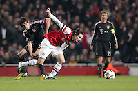19.02.2013, Emirates Stadion, London, ENG, UEFA Champions League, FC Arsenal vs FC Bayern Muenchen, Achtelfinale Hinspiel, im Bild Javier MARTINEZ (FC Bayern Muenchen - 8) im Zweikampf mit Tomas ROSICKY (FC Arsenal London - 7) // during the UEFA Champions League last sixteen first leg match between Arsenal FC and FC Bayern Munich at the Emirates Stadium, London, Great Britain on 2013/02/19. EXPA Pictures © 2013, PhotoCredit: EXPA/ Eibner/ Ben Majerus..***** ATTENTION - OUT OF GER *****