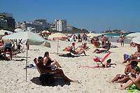 RIO DE JANEIRO, RJ, 11.09.2014, CLIMATEMPO PRAIA IPANEMA - Movimentacao na praia de Ipanema zona sul do Rio de Janeiro, nesta quinta-feira, 11 (foto: Márcio Cassol/Brazil Photo Press)