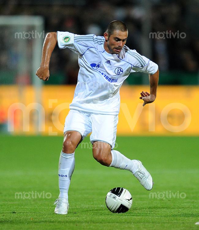 Fussball DFB Pokal 1. Hauptrunde   Saison   2010/2011 VfR Aalen - FC Schalke 04   16.08.2010 Edu (FC Schalke 04)
