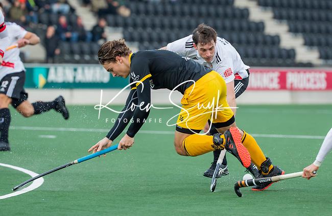 AMSTELVEEN -  Pepijn Rijenga (Den Bosch)   tijdens de competitie hoofdklasse hockeywedstrijd mannen, Amsterdam- Den Bosch (2-3).  COPYRIGHT KOEN SUYK