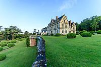 France, Indre-et-Loire (37), Montlouis-sur-Loire, jardins du château de la Bourdaisière, la terrasse et boules de buis