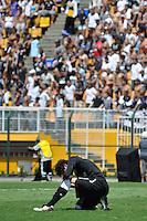 SAO PAULO, SP, 25 DE JANEIRO DE 2012 - COPA SAO PAULO FUTEBOL JR. - CORINTHIANS X FLUMINENSE - Goleiro Matheus do Corinthians durante partida contra o Fluminense, no Estádio Paulo Machado de Carvalho, zona oeste de São Paulo, válido pela final da Copa São Paulo de Futebol Junior 2012, na manhã desta quarta feira (25). (FOTO: LEVI BIANCO - NEWS FREE)