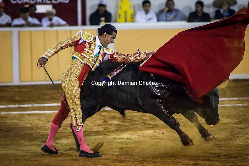 Quer&eacute;taro, Qro. 19 de febrero de 2016.- El matador de toros, Ignacio Garibay, durante las faenas en la Plaza de Toros de Provincia Juriquilla. En su &uacute;ltimo toro fe acompa&ntilde;ado por ni&ntilde;os que asistieron a la corrida. <br /> <br /> En esta fecha, tambi&eacute;n lidiaron Andr&eacute;s Roca y Pablo Hermoso de Mendoza.   <br /> <br /> <br /> Al final de la corrida, Andr&eacute;s Roca y Pablo Hermoso salieron en hombros por su extraordinaria faena.<br /> <br /> <br /> Foto: Demian Ch&aacute;vez / Obture.