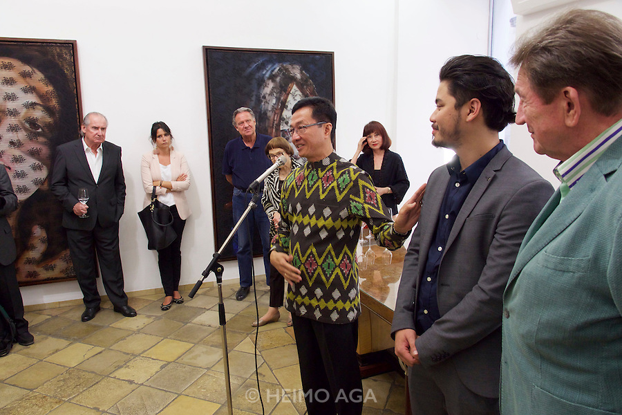 Vienna, Austria. Galerie Suppan Contemporary. Vernissage of Zico Albaiquni (Indonesia), &quot;beyond the veil&quot;.  H.E. Rachmat Budiman, Indonesian Ambassador to Austria, opening the exhibition.<br /> From r.: Martin Suppan, Zico Albaiquni, Dr. Melani Setiawan.