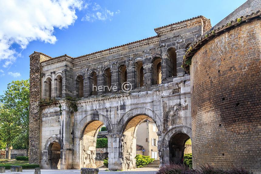 France, Saône-et-Loire (71), Autun, la porte Saint-André // France, Saone et Loire, Autun, Saint Andre door