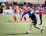 David Weir warming up the defenders