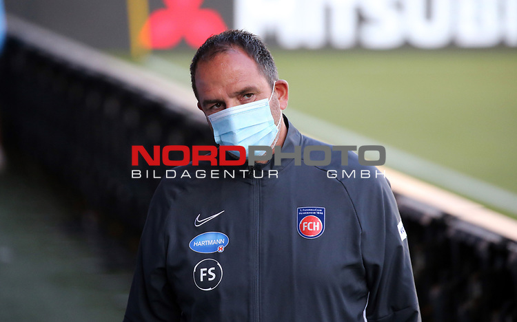 Frank Schmidt (Trainer 1. FC Heidenheim)<br /> <br /> Deutschland, Heidenheim, 06.07.2020, Fussball, Bundesliga, Saison 2019/2020, Relegation, 1. FC Heidenheim - SV Werder Bremen :nphgm001: 06.07.2020<br /> <br /> DFL/DFB REGULATIONS PROHIBIT ANY USE OF PHOTOGRAPHS AS IMAGE AND/OR QUASI-VIDEO<br /> <br /> Foto: Pressefoto Rudel/Robin Rudel/Pool/gumzmedia/nordphoto