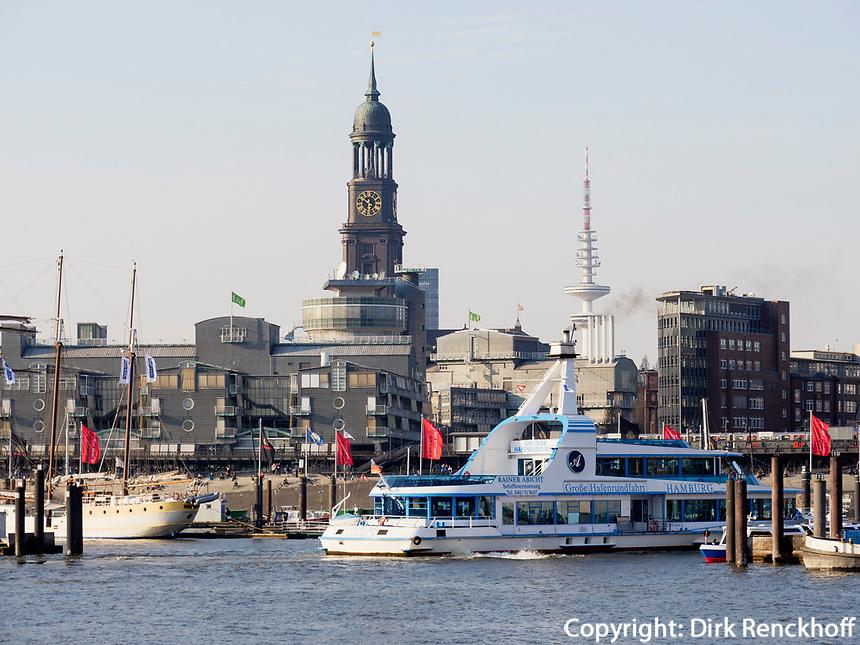 Hafenf&auml;hre vor St. Michaelis (Michel), Hamburg, Deutschland, Europa<br /> Ferry in front of St.Michaelis,  Hamburg, Germany, Europe