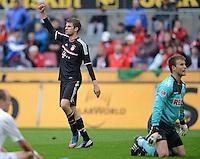 FUSSBALL   1. BUNDESLIGA  SAISON 2011/2012   34. Spieltag 1. FC Koeln - FC Bayern Muenchen        05.05.2012 Jubel nach dem Tor zum 0:1 Thomas Mueller (li.FC Bayern Muenchen) gegen Michael Rensing (1. FC Koeln)