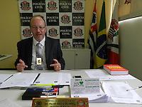 SÃO PAULO - SP -  28 DE FEVEREIRO 2013. O delegado Walter Sérgio de Abreu, do 15DP - Itaim-Bibi, diz que as investigações estão adiantadas no caso de João Alberto de Camargo Cardoso, o empresário baleado dentro de sua Imobiliária Esquema, por conta de um roubo de rélogio.  FOTO: MAURICIO CAMARGO / BRAZIL PHOTO PRESS.