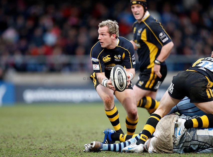 Photo: Richard Lane/Richard Lane Photography. .London Wasps v Bristol Rugby. Guinness Premiership. 23/02/3008. Wasps' Mark McMillan passes.