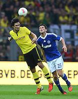 Fussball 1. Bundesliga :  Saison   2012/2013   8. Spieltag  20.10.2012 Borussia Dortmund - FC Schalke 04 Mats Hummels (li, Borussia Dortmund) gegen Klaas Jan Huntelaar (FC Schalke 04)