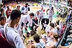 S&ouml;dert&auml;lje 2014-04-22 Basket SM-Semifinal 7 S&ouml;dert&auml;lje Kings - Uppsala Basket :  <br /> tr&auml;nare coach Kelly Grant i aktion under en timeout med Uppsala Basket spelare<br /> (Foto: Kenta J&ouml;nsson) Nyckelord:  S&ouml;dert&auml;lje Kings SBBK Uppsala Basket SM Semifinal Semi T&auml;ljehallen
