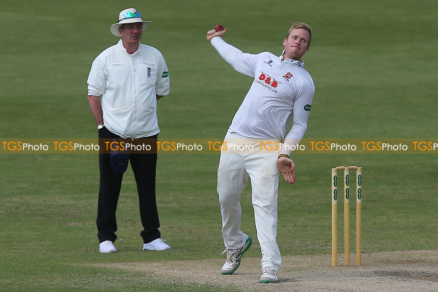Simon Harmer in bowling action for Essex during Worcestershire CCC vs Essex CCC, Specsavers County Championship Division 1 Cricket at New Road on 13th May 2018