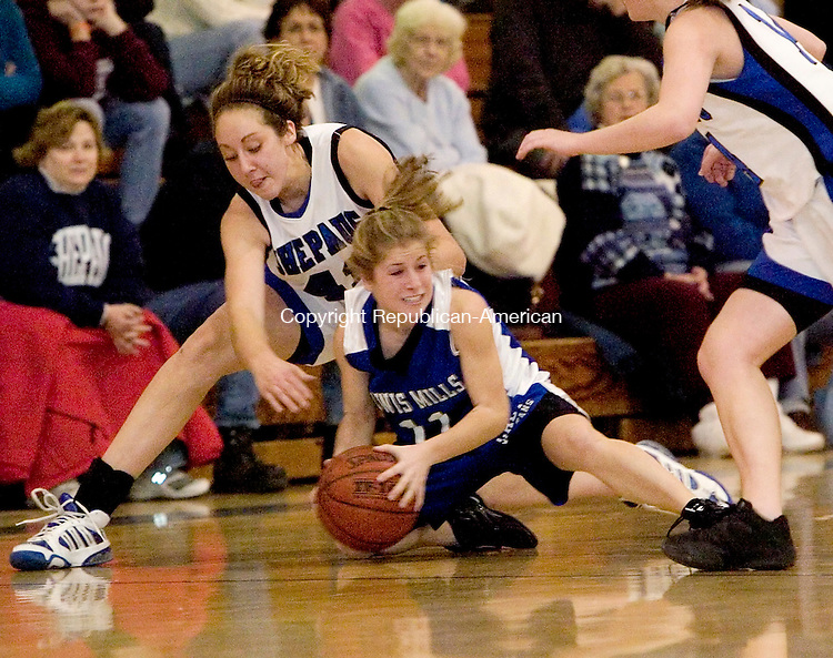 WASHINGTON, CT-- 12 JANUARY 2008--012108JS16-Lewis Mills' Alexis Veith beats Shepaug's Samantha Steinmetz to a loose ball during their game Monday at Shepaug High School in Washington. <br /> Jim Shannon/Republican-American