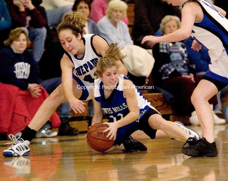 WASHINGTON, CT-- 12 JANUARY 2008--012108JS16-Lewis Mills' Alexis Veith beats Shepaug's Samantha Steinmetz to a loose ball during their game Monday at Shepaug High School in Washington. <br /> Jim Shannon/Republican-American