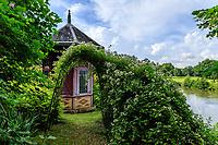 France, Sarthe (72), Le Lude, château et jardins du Lude, jardin de la Source et pavillon sur les bords du Loir