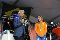 ZEILEN: WARTEN: 27-08-2016, Huldiging Marit Bouwmeester, Burgemeester van Leeuwarden Ferd Crone spreekt Marit toe, ©foto Martin de Jong