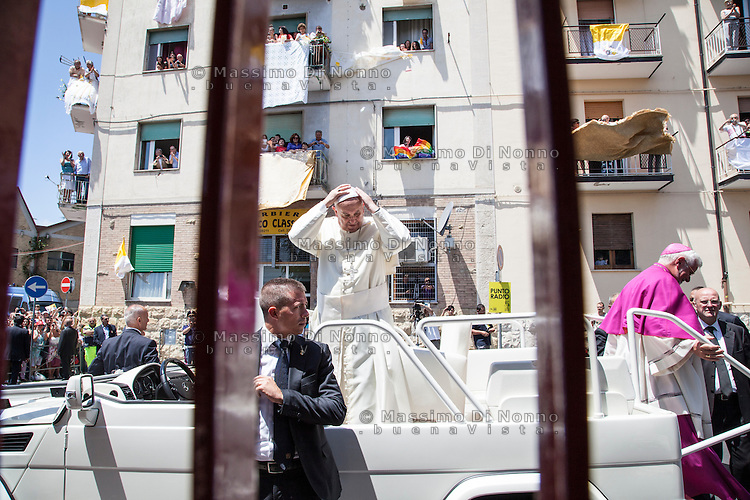 Campobasso 05/07/2014: Papa Francesco Bergoglio visita il Molise. Nella foto durante la visita a Campobasso.<br /> <br /> <br /> Campobasso (Molise) Italy: Pope Francis visits the small region of Italy. In the picture during the visit to Campobasso