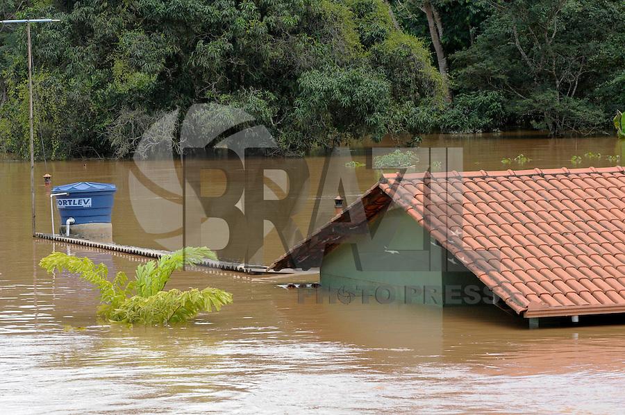 JUATUBA/ MINAS GERAIS / BRASIL (05.01.2012) - Em Juatuba (MG), casas ficam cobertas pelas aguas do Rio Paraopeba. Foto: Douglas Magno / News Free