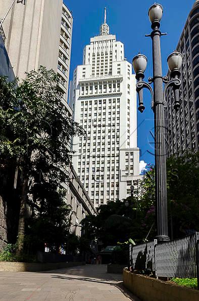 Edifício Altino Arantes, conhecido como Banespa e à direita o Edifício Martinelli, São Paulo - SP, 01/2014.