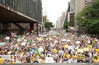 SAO PAULO, SP, 01.11.2014 - Em protesto contra a eleição da Dilma, vário manifestante se reunem no vão do MASP, pedindo o impeachment da presindente Dilma, na avenida Paulista, no inicio da tarde desse sábado, 01. ( Gabriel Soares/ Brazil Photo Press)