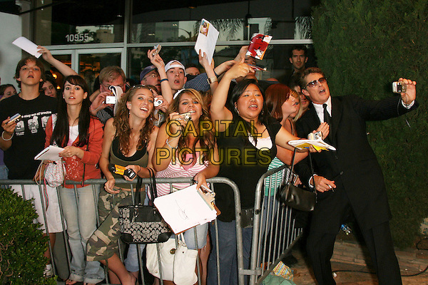 """DAVID HASSELHOFF & FANS.Los Angeles Premiere of """"Click"""" held at Mann Village Theater, Westwood, California, USA,  14 June 2006..full length funny.Ref: ADM/ZL.www.capitalpictures.com.sales@capitalpictures.com.©Zach Lipp/AdMedia/Capital Pictures."""