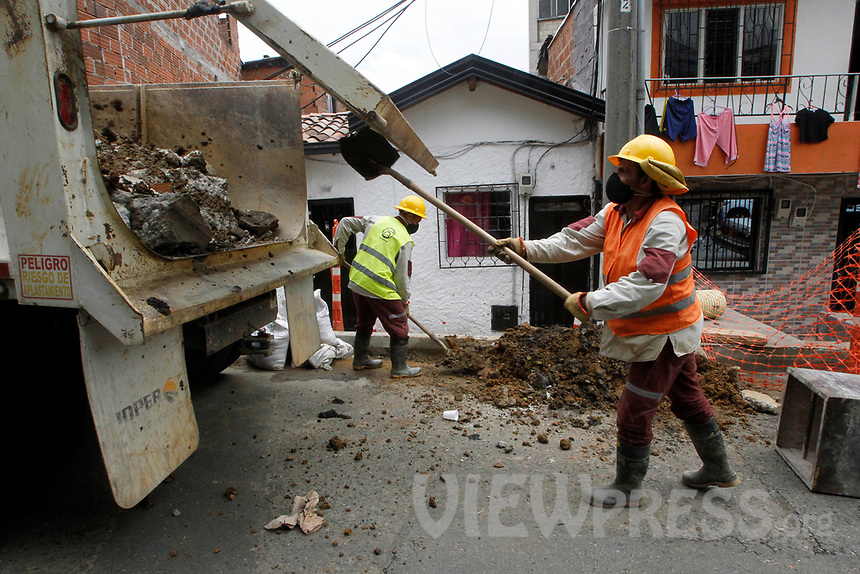 MEDELLIN, COLOMBIA-MAY 29: Two construction workers receive facial masks, in the Santa Cruz neighborhood in Medellín, Colombia, on May 29, 2020. The mayor of Medellín and the private company offer a mask facial, antibacterial gel and alcohol for city communes As a preventive measure against the new coronavirus COVID-19. (Photo by Fredy Builes / VIEWpress via Getty Images)