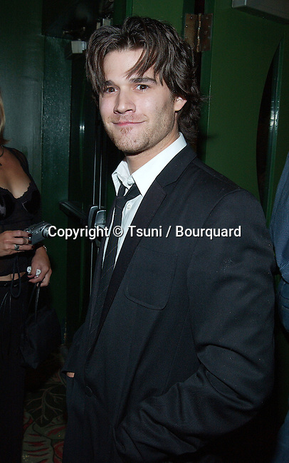 """Johnny Whitworth arriving at the premiere of """"Kiss The Bride"""" at the Showcase Regent Theatre in Los Angeles. October 23, 2002.            -            WhitworthJohnny23.jpg"""