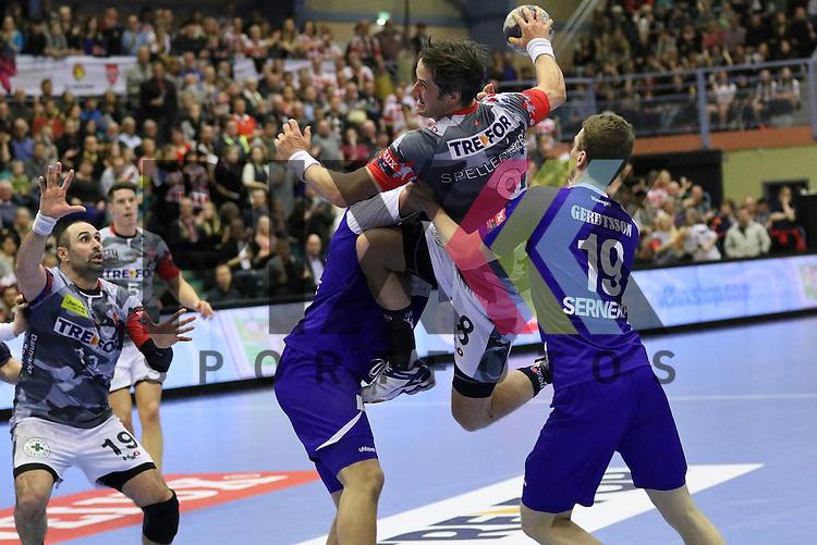 Kolding, 22.02.15, Sport, Handball, EHF Champions League, Grunppenspiel, KIF Kolding Kobenhavn - Alingsas HK : Bo Spellerberg (KIF Kolding Kobenhavn, #8), Mans Gerdtsson (Alingsas HK, #19)<br /> <br /> Foto &copy; P-I-X.org *** Foto ist honorarpflichtig! *** Auf Anfrage in hoeherer Qualitaet/Aufloesung. Belegexemplar erbeten. Veroeffentlichung ausschliesslich fuer journalistisch-publizistische Zwecke. For editorial use only.