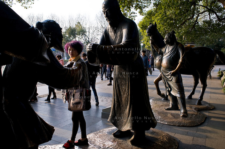 Uno scorcio di vita quotidiana ad Hangzhou.<br /> Normal life in Hangzhou