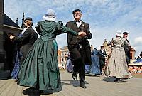 Westfriese Folkloredagen in Schagen. Sinds 1953 organiseert de Stichting ter Bevordering van de West-Friese Folklore de 10 West-Friese donderdagen. Deze donderdagen staan in het teken van o.a. leven, werken en kleden anno 1910. Dansen in West-Friese klederdracht bij de kerk