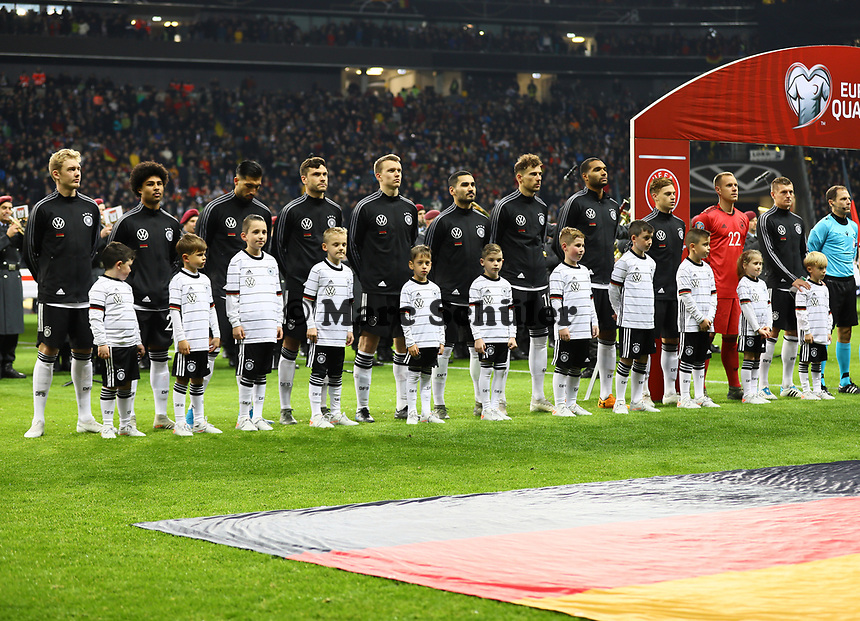 Deutsche Mannschaft bei der Hymne - 19.11.2019: Deutschland vs. Nordirland, Commerzbank Arena Frankfurt, EM-Qualifikation DISCLAIMER: DFB regulations prohibit any use of photographs as image sequences and/or quasi-video.