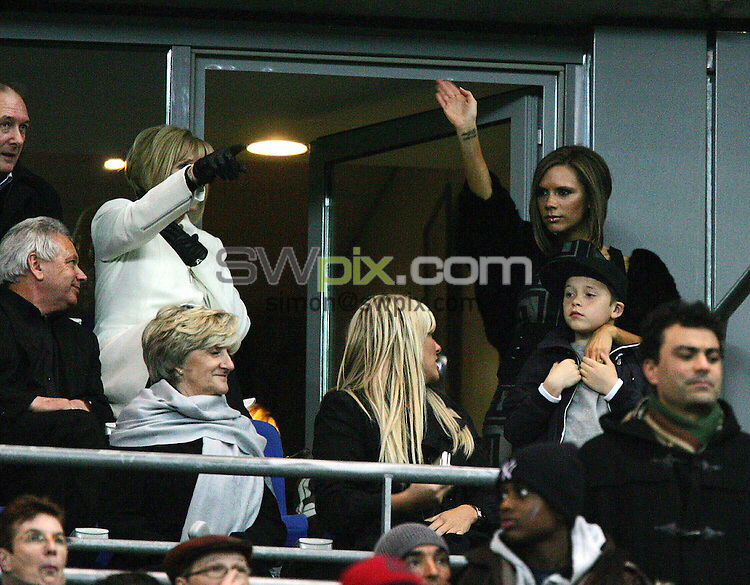 PICTURE BY DAVE WINTER/SWPIX.COM - Football Friendly - France v England - Stade de France, Paris, France - 26/03/08...Copyright - Simon Wilkinson - 07811267706..Victoria Beckham (R) and family members watch as David Beckham plays in his 100th match for England.