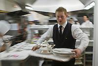 Europe/France/2B/Haute Corse/Calvi: En cuisine avec Christophe Vaquier Chef du restaurant: L'Alivu de l'Hotel La Villa, Meilleur Ouvrier de France - Serveur au passe