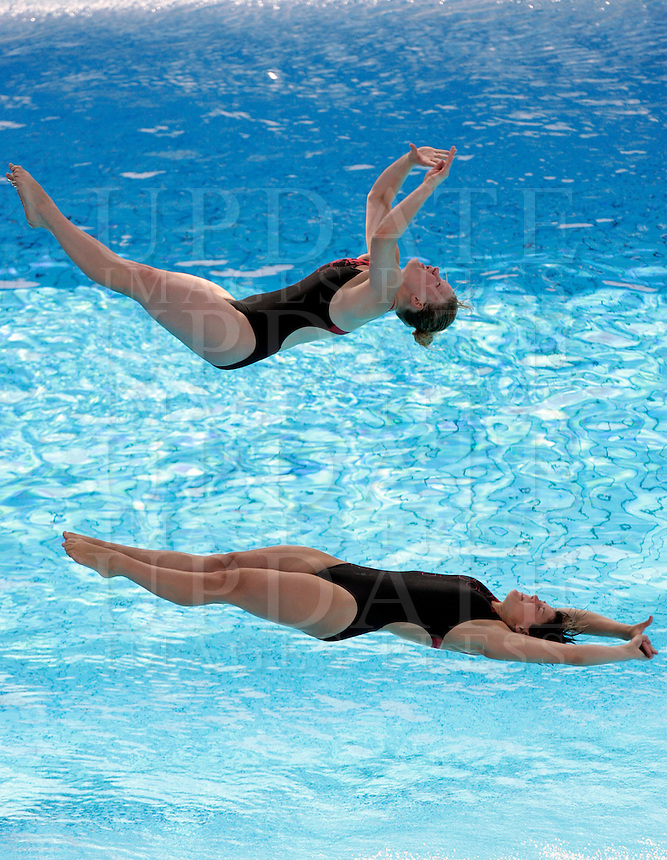 Germany's Katja Dieckow and Nora Subschinski compete in the women 3-meter synchro springboard diving finals at the Swimming World Championships in Rome, 24 July 2009..UPDATE IMAGES PRESS/Riccardo De Luca