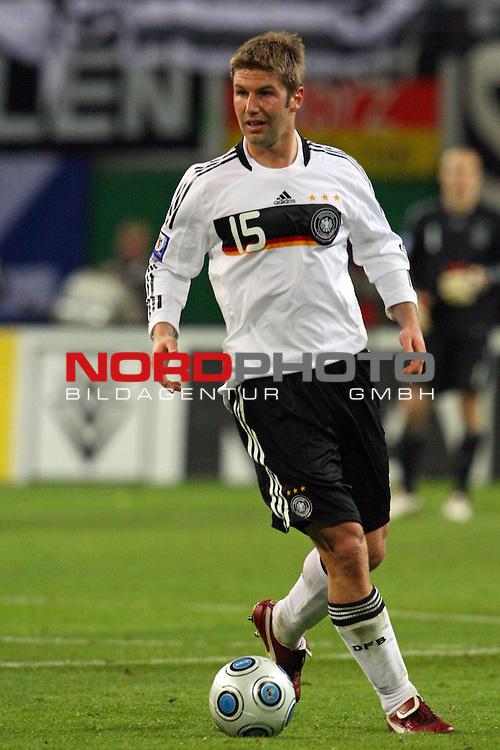 L&permil;nderspiel<br /> WM 2010 Qualifikatonsspiel Qualificationmatch Leipzig 28.03.2009 Zentralstadion Gruppe 4 Group Four <br /> <br /> Deutschland ( GER ) - Liechtenstein ( LIS ) 4:0 (2:0)<br /> <br /> Thomas Hitzlsperger (#15 VfB Stuttgart Deutsche Nationalmannschaft).<br /> <br /> Foto &copy; nph (  nordphoto  )<br />  *** Local Caption ***