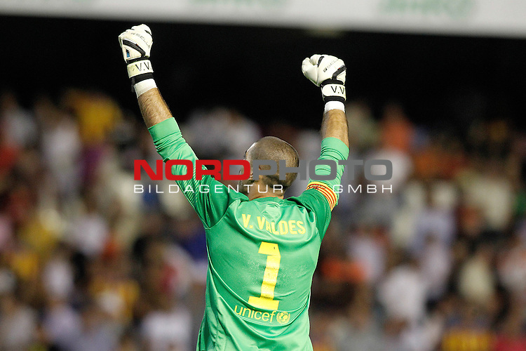 FC Barcelona's Victor Valdes celebrates the victory in La Liga match.September 1,2013. Foto © nph / Acero)