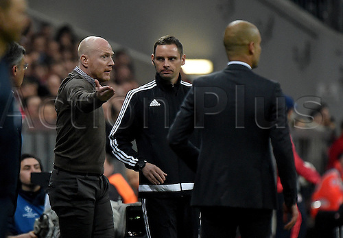 05.04.2016. Munich, Germany. UEFA Champions League FC Bavaria Munich versus Benfica Lisbon.   Josep Pep Guardiola (Trainer FC Bayern Munich) speaks with the officials about a call<br />