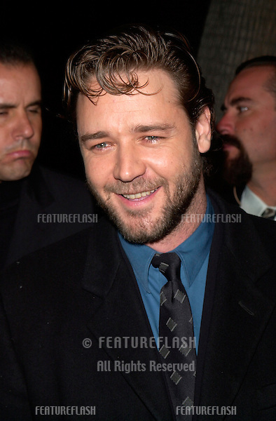 Actor RUSSELL CROWE at the Los Angeles premiere of his new movie Proof of Life..04DEC2000. © Paul Smith / Featureflash