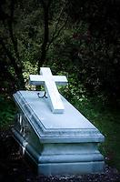 Germany, Thuringia: graveyard, sarcophagus | Deutschland, Thueringen: Friedhof, Sarkophag