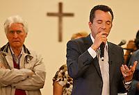 ATENÇÃO EDITOR: FOTO EMBARGADA PARA VEÍCULOS INTERNACIONAIS SÃO PAULO,SP,25 SETEMBRO 2012 - O candidato à Prefeitura, Celso Russomanno (PRB) visitou na tarde de hoje  senhoras da 3º idade no Circulo de trabalhadores Cristão da Vila Prudente na Zona Leste de SP.FOTO ALE VIANNA - BRAZIL PHOTO PRESS.