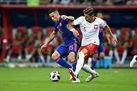KAZAN - RUSIA, 24-06-2018: Jan BEDNAREK (Der) jugador de Polonia disputa el balón con Mateus URIBE (Izq) jugador de Colombia durante partido de la primera fase, Grupo H, por la Copa Mundial de la FIFA Rusia 2018 jugado en el estadio Kazan Arena en Kazán, Rusia. /  Jan BEDNAREK (R) player of Polonia fights the ball with Mateus URIBE (L) player of Colombia during match of the first phase, Group H, for the FIFA World Cup Russia 2018 played at Kazan Arena stadium in Kazan, Russia. Photo: VizzorImage / Julian Medina / Cont